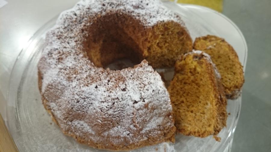 Korenčkov kolač brez glutena